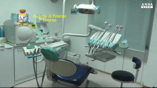 Preso falso dentista da 25 anni gia' condannato