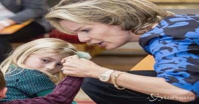 Mathilde del Belgio tra i bambini: dopo l'orrore la speranza