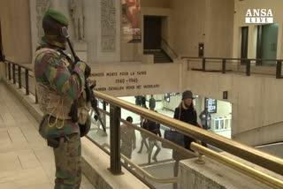 Bruxelles riparte tra allerta e caccia a kamikaze