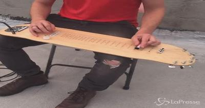 Lo skateboard diventa una chitarra: il risultato è ...