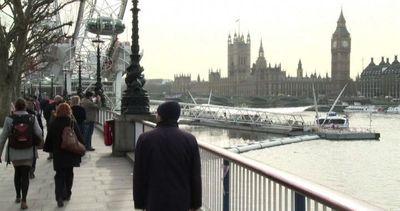 Londra, premier Cameron: bombardare l'Isis anche in Siria