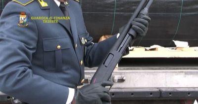 Sequestrati 800 fucili a pompa diretti dalla Turchia al ...