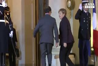 Hollande sdogana Putin, alleanza con la Russia