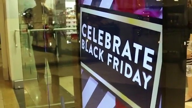 """Black Friday"" - La pazzia dei centri commerciali americani"