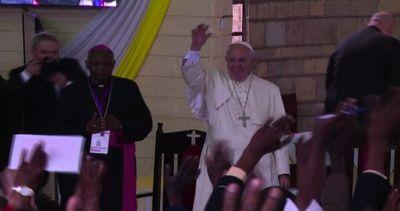 Il Papa in Kenya visita la bidonville di Nairobi
