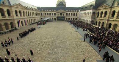 Autorità e cittadini francesi nell'omaggio alle vittime di ...