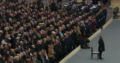 Parigi ricorda vittime terroristi, Hollande: faremo più ...