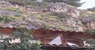 Palermo, masso cade su villetta: morta un'anziana
