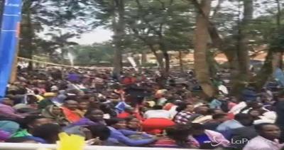 Grande folla per la messa del Papa a Namugongo