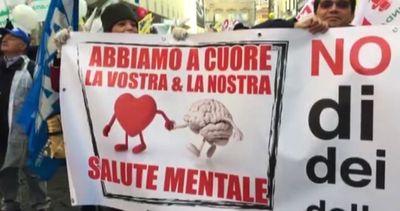 """""""No ai tagli, orari lavoro equi"""": a Roma i medici in piazza"""