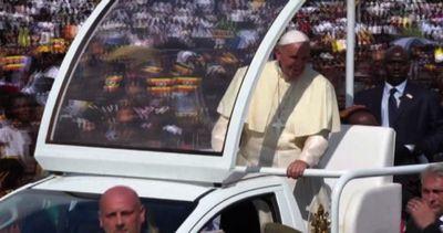 Bagno di folla per Papa Francesco in Uganda