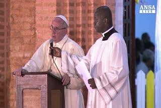 Papa apre porta santa a Bangui e anticipa Giubileo