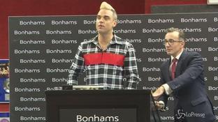 Tanti auguri a Robbie Williams: l'ex Take That compie 42 anni