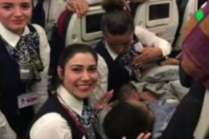 Nata a 12mila metri di quota: la mamma partorisce in volo