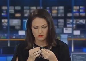 Conduttrice sorpresa in diretta Tv: la gaffe è virale ma lei viene licenziata